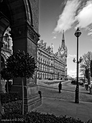 Master of the Castle / St. Pancras / London (zzapback) Tags: city uk england urban bw white black london station architecture train underground de photography mono big rotterdam fotografie traffic united capital tube victorian sigma rail railway kingdom rob internation stpancras 1224mm eustonroad stad dg engeland londen voogd zww hsm hoofdstad koninkrijk verenigd d700 zzapbacknl robdevoogd enjoyyourdaystayawake
