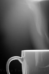 coffee break (Leo Viera Fotografía) Tags: hot byn blancoynegro cup coffee 50mm cafe break smoke steam smoking infusion 18 taza humo vapor descanso caliente viera tacit 550d ltytr2 ltytr1 ltytr3 humeante mygearandmepremium mygearandmebronze leoviera