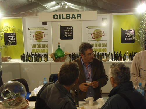 Expert tasters behind the Oilbar