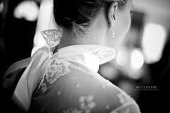 On s'attache (Franck Tourneret) Tags: wedding 50mm nikon veil dress bokeh robe lace before nb link lien bridal mariage satin attached voile dentelle devant node necks noeud marie  attache unaji d700 absoluteblackandwhite nuques
