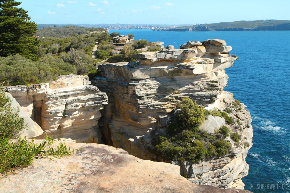 Apr 20,  · The Gap Sydney. This place has a dark past. Some people have jumped to their death from this place. However it is an awesome place to see the pacific ocean from the south head of Sydney Harbour. There is a nice park to picnic and a lovely walk along the top of the headland to see a lighthouse. You catch a ferry from Circular Quay to 5/5.