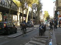 Защищенная велополоса на бульваре Шапель