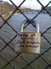ckB_L'amour cadenass est il un amour libre ? (Erick_ckB) Tags: streetart paris cadenas pochoirs pontdesarts