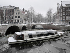 Amsterdam canal cruise even in the winter (Bn) Tags: city bridge snow ice sinterklaas amsterdam topf50 letitsnow sled sneeuwpoppen sleds gezellig jordaan winterwonderland sneeuwpret canalboat sledge leliegracht tms icebreaker canalcruise antonpieck westerkerk sneeuwvlokken winterscene tellmeastory ijsbreker 50faves kruimeltje winterinamsterdam canalsofamsterdam amsterdamnowandthen spiegelglad prachtigamsterdam frozencanals oudemeester januari2010 dichtesneeuw amsterdamonregeld winterdocumentary amsterdamgeniet koplampenindesneeuw geenwinterbanden amsterdamindesneeuw mooiesneeuwplaatjes vallendesneeuwvlokken sleetjerijdenvanafdebrug stadvastdoorzwaresneeuwval sneeuwvalindejordaan heavysnowfallhitsamsterdam autoopdegrachtenindesneeuw sneeuwindejordaan iceageinamsterdam winterin2010 besneeuwdestad sneeuwindeavond pittoreskewinterplaatje sledingthroughamsterdam metdesleedooramsterdamin2010 sledridinginthejordaan kidsonasled sleetjerijdenindejordaan kinderengenietenvandesneeuw hollandsschilderij wintersfeerplaat winterscenebyantonpieck wintericecanals amsterdamcanaltours rondvaartindewinter