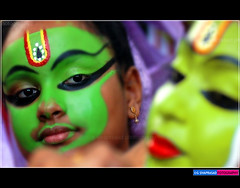 F A C E S ... (g sivaprasad) Tags: green smile face look yellow dance eyes faces expression makeup kerala lips tradition folkdance kathakali mudra ottanthullal sivaprasad gsivaprasad keralafolkdance keralafolk