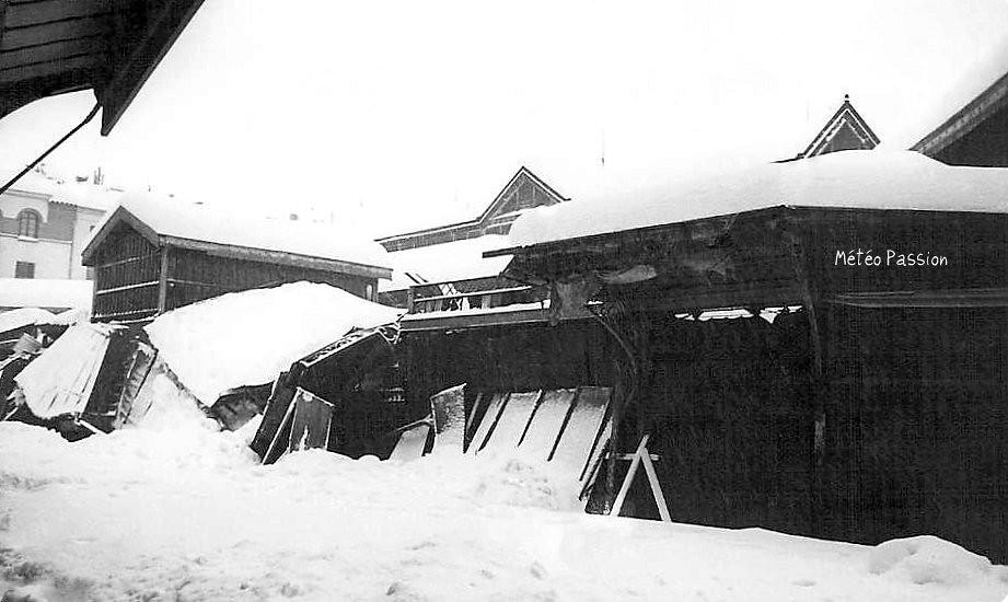 Perpignan sous une couche de neige de 80 cm en février 1954, provoquant des dégâts aux bâtiments