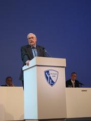 Ernst-Otto Stüber bei der außerordentlichen Mitgliederversammlung des VfL Bochum