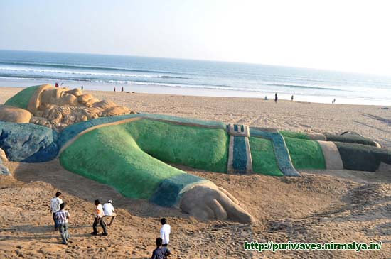 World's longest Green Santa on Golden Beach Puri – Merry Christmas