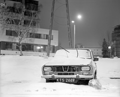 Dacia. (wojszyca) Tags: auto longexposure winter snow mamiya car night canon mediumformat poland 25 1200 6x7 rodinal katowice canoscan gossen 2h rz67 dacia efke 110mm standdevelopment r09 lunaprosbc 9000f
