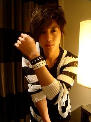 Kim Hyun Joong's Favorite Pose 2