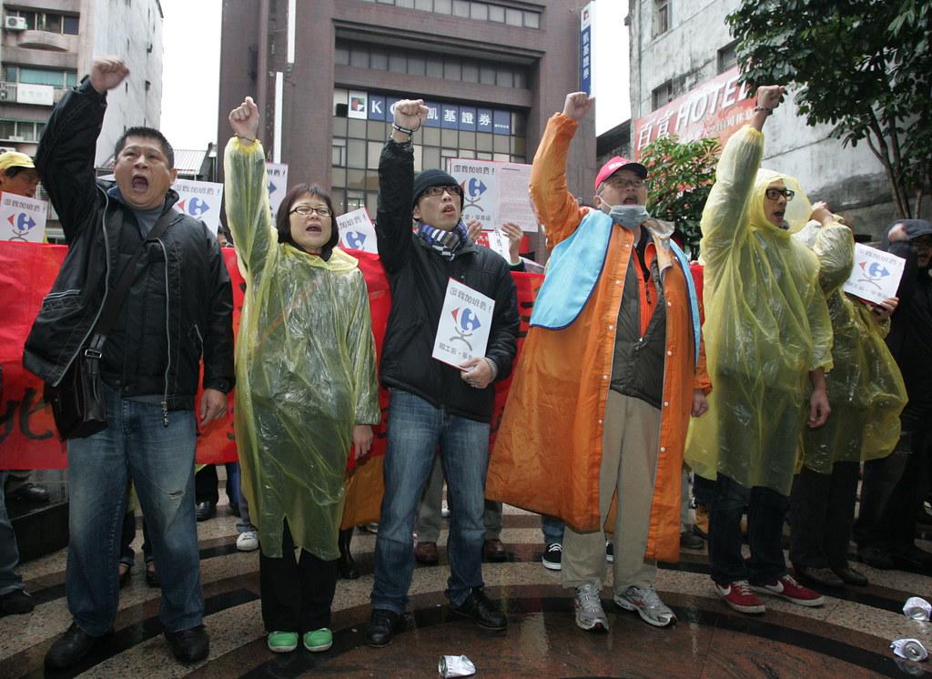 家樂福工會勞委會抗議0004
