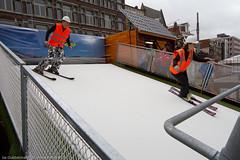 sneeuwpoppenfestival-4 (Noord/Zuidlijn) Tags: station amsterdam site construction metro transport tunnel transportation nz sneeuwpoppen demonstratie bouwput noordzuidlijn vijzelgracht tunnelboormachine nzlijn tunnelboringmachine skieën northsouthline