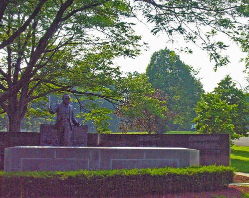 MLK memorial, Washington Park, Albany, NY (by: Judy Baxter, creative commons license)