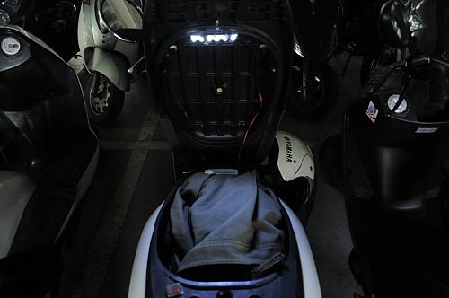 scooter-glove-box-led