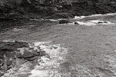 Cliffs of Yesnaby, Orkney, Scotland (bm^) Tags: uk travel sea cliff white black tourism water island coast scotland blackwhite orkney nikon eau zwartwit unitedkingdom zee cliffs shore zwart wit eiland schotland kust klif yesnaby d90 5photosaday blackwhitephotos kliffen orcades nikond90  northernislands nikond90bw mygearandme