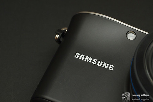 Samsung_NX100_exterior_04