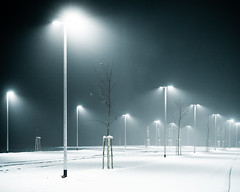 Parking Lot (Andreas Strauch) Tags: leica blue schnee winter white snow abend licht parking lot m8 blau parkplatz laternen laterns weis