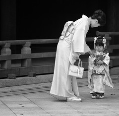 MOTHER & DAUGTHER (ajpscs) Tags: street girls bw blancoynegro japan asian japanese tokyo blackwhite shrine asia child daughter mother streetphotography monochromatic age harajuku  nippon  kimono blkwht grayscale shichigosan shinto     meijishrine   november15 sevenfivethree monokuro ajpscs family