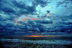 Alba ennuvolat (Perikolo) Tags: clouds alba amanecer nubes nublado tarragona platja torredembarra nvols baixamar ennuvolat mygearandmepremium mygearandmebronze mygearandmesilver mygearandmegold mygearandmeplatinum mygearandmediamond