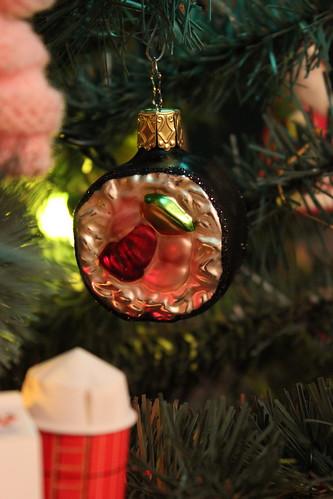 20101205. sushi ornament!