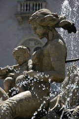 Ninfa Aretusa (micromax) Tags: italy fountain europa europe italia diana syracuse sicily fontana sicilia siracusa ninfa sicilian aretusa canoneos400ddigital archimedessquare fontanadiartemide