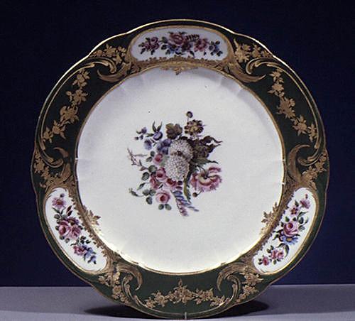 008-Plato parte de una vajilla de 102 piezas-Porcelana de Sevres 1767-Decorador Jacques-François Micaud-© 2000–2010 The Metropolitan Museum of Art