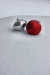Snow Sparkle (mazzmn) Tags: christmas winter red two stilllife snow silver postcard powder minimal sparkle ornaments christmasballs simplicity greetings treeornaments