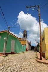 Trinidad, Cuba, 2006 (Photox0906) Tags: cloud green church yellow jaune day cloudy cuba vert trinidad nuage glise clowdy pavs nuageux pavestones