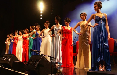 Vancouver International Fashion Model & Beauty Pageant, Meets Fashion Opera und Symphony in Orient Expressione at River Rock Show Theatre