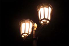 Kandelaber an der Karl-Marx-Allee (onnola) Tags: winter light berlin lamp night germany dark deutschland evening abend lampe nightshot nacht laterne friedrichshain dunkel nachtaufnahme candelabra leuchte karlmarxallee kandelaber strasenlampe