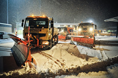 Switzerland getting hit with more snow (HANGAR ENT.) Tags: city schnee winter snow alps truck airplane wonder schweiz switzerland flying airport highway aviation zurich autobahn international stadt land plow flughafen emergency rettung runway zuri zrh taxiway dienst notfall pflug lszh raeumungs