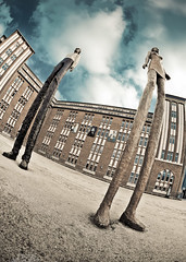 Hey You - together we stand divided we fall (HamburgCam) Tags: art germany kunst hamburg pinkfloyd togetherwestanddividedwefall figures stephanbalkenhol hhnerposten heyyou canonef15mmf28fisheye canon5dmkii