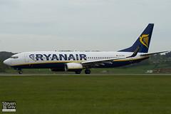 EI-EGA - 38490 - Ryanair - Boeing 737-8AS - Luton - 100429 - Steven Gray - IMG_0567