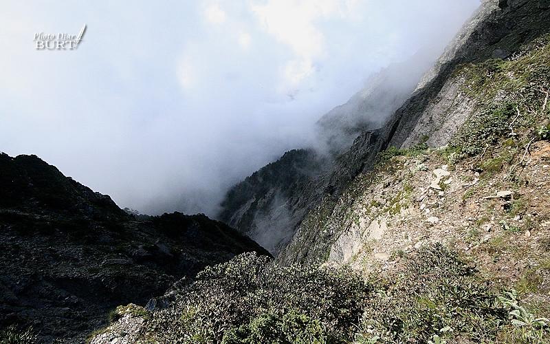 奇萊北峰旁的崩壁
