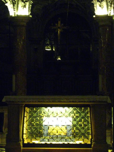ミラノの大聖堂の地下室のフリー写真素材