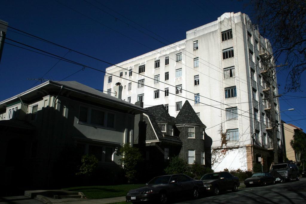 Adams Point Oakland Apartments