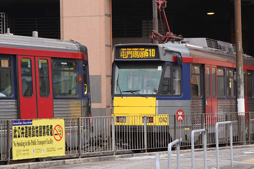 Yes, those two trams are coupled together!