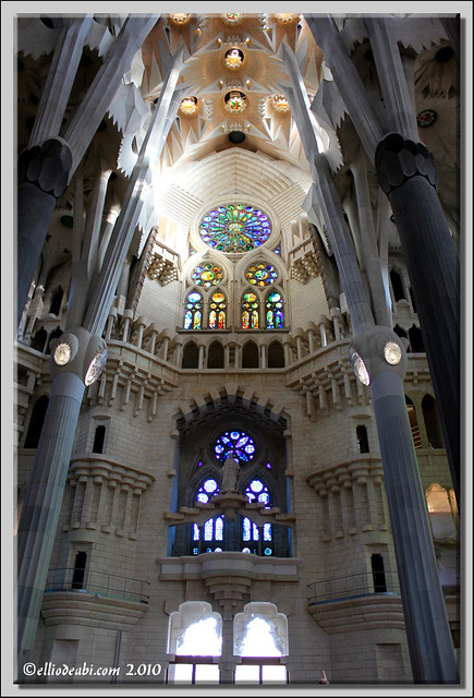 6 interior Sagrada Familia