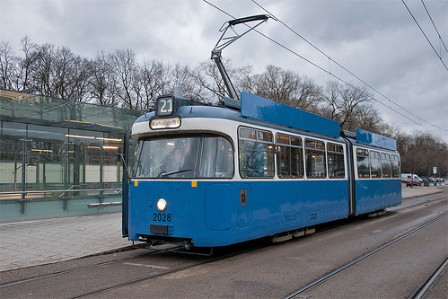 Abfahrbereit steht Wagen 2028 am Westfriedhof