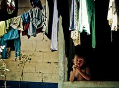 En la ventana (alejocock) Tags: colombia photographer colombian metro medellin santodomingo metrocable acock alejocock httpsurealidadblogspotcom alejandrocock sabioacockalejocockalejandrocockcolombianhttpsurealidadblogspotcomphotographer