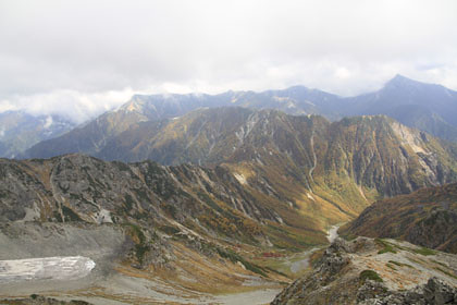中岳から見た槍沢と東鎌尾根