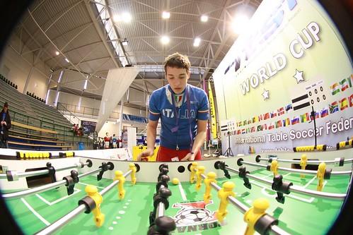 Tornado et joueur italien vue arrondie avec world cup