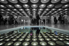 Terminal 4, Madrid (OCNaftanaila) Tags: madrid canon spain terminal 4 t4 airport light reflection black white byn arrivals