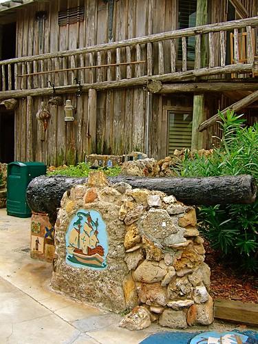 Waldo's Driftwood Inn