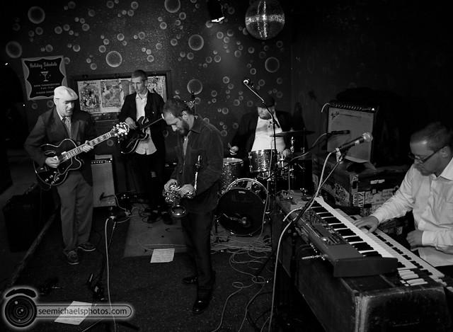 Fire Eaters at Bar Pink 120110 © Michael Klayman-003