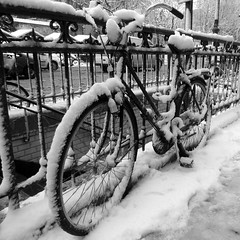 Bicyclette dans la neige (DeniseJC) Tags: snow paris bike bicycle fence metro getty neige bicyclette metrostation stgermaindespres