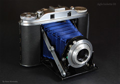 Agfa Isolette III Blue Bellows (01) (Hans Kerensky) Tags: from new blue lynch iii agfa bellows isolette 4585 solinar sandeha synchrocompur