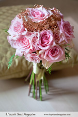 Romantic holiday wedding bouquet (L'esprit Sud Magazine) Tags: pink wedding roses holiday blog holidays sweet romantic elegant bridal centerpiece couture floraldesign specialoccasions bridalbouquet onlinemagazine bridaldesign holidaywedding lespritsudmagazine holidayswedding biedermeierdesign freshflowerideas dazzlingflowerideas lespritsudmagazinebridaldesign