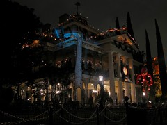 Haunted Mansion Holiday (Legendary Spider) Tags: california christmas longexposure usa clock tourism halloween night canon dark skulls lights scary candles jackolantern disneyland scarecrow disney graves haunted resort wreath list jackskellington southerncalifornia orangecounty anaheim pillars dannyelfman sleigh tombstones countdown hauntedmansion timburton nightmarebeforechristmas neworleanssquare waltdisney windvane hauntedmansionholiday disneylandresort southernplantation canonpowershotsx100is