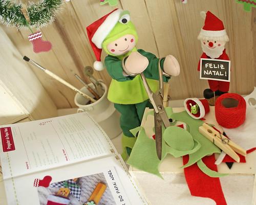 Com a ajuda do livrinho Natal Craft, vou fazer um Pregador do Papai Noel!